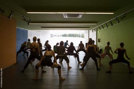 Taller de danza contemporánea impartido por Cía Daniel Abreu para Costa Contemporánea en el Centro De Artes Escénicas de Níjar