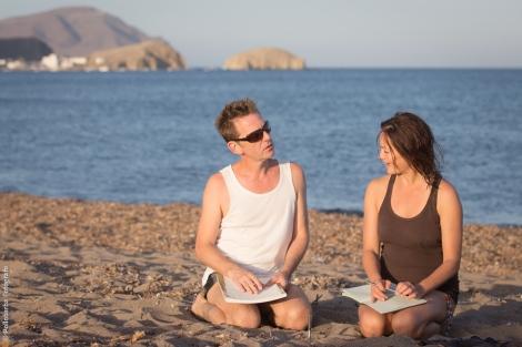 James Hewison y Michelle Man preparando su taller de danza contemporánea para Costa Contemporánea en la Playa Los Escullos