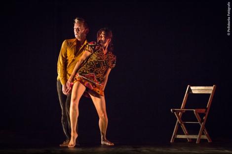 Michelle Man y James Hewison bailando su 'Imaginarium' en la 'Fiebre del Sábado' de Costa Contemporánea en el Centro De Artes Escénicas de Níjar.