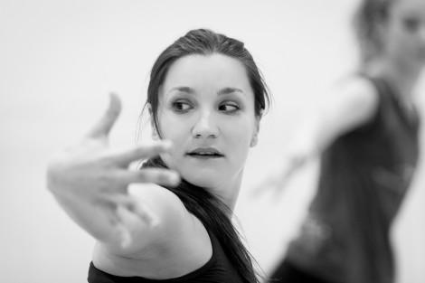 Avatâra Ayuso, choreographing © Ian Whalen