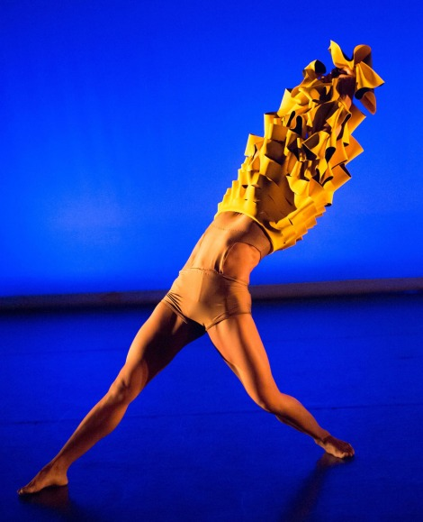 Balikbayan. Choreog by Avatâra Ayuso. Dancer Estela Merlos © Arnau Stephenson